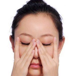 cách làm tan máu bầm ở mí mắt 4